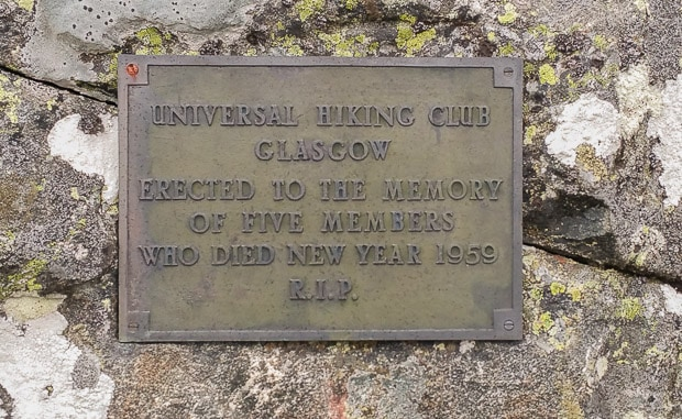"""Plaque on side of Davy's Bourach which reads """"Universal Hiking Club Glasgow Erected To The Memory of Five Members Who Died New Year 1959. R.I.P."""""""