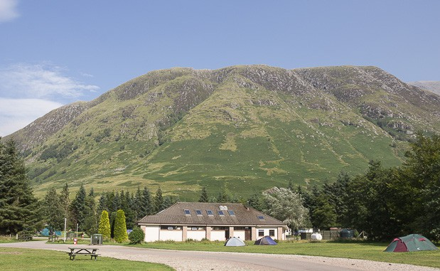 Amenities block at Glen Nevis Campsite with mountains in the background.